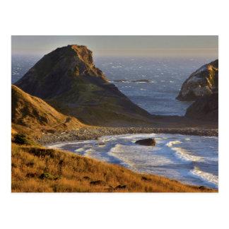 Puesta del sol, pilas del mar, hermanas, costa de tarjetas postales