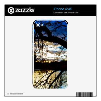 Puesta del sol por el lago calcomanía para iPhone 4S