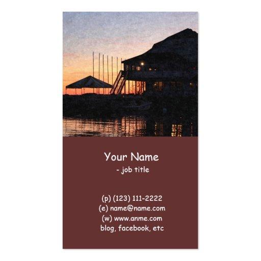 puesta del sol por la costa del lago con los edifi tarjetas de visita