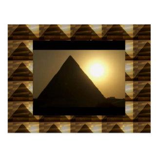 Puesta del sol por las PIRÁMIDES de Egipto: Arquit Postales