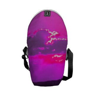 Puesta del sol púrpura bolsas de mensajeria
