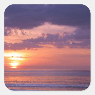 Puesta del sol púrpura de la playa pegatinas cuadradases personalizadas