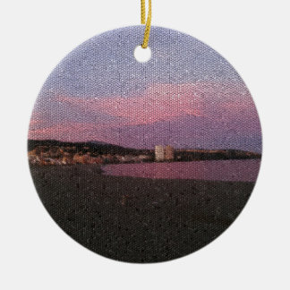 Puesta del sol púrpura del océano en el mosaico de adorno redondo de cerámica