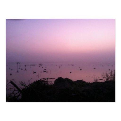 Puesta del sol púrpura tarjeta postal