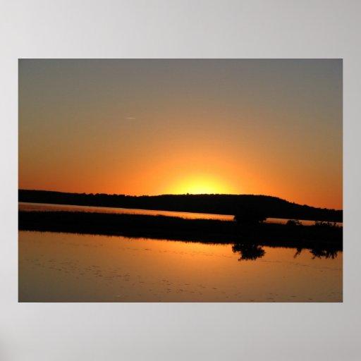 puesta del sol que acampa poster