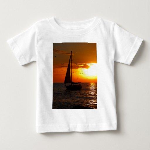 Puesta del sol que navega el Golfo de México Playeras