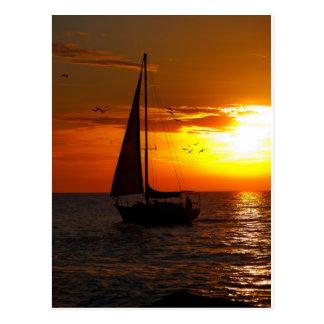 Puesta del sol que navega el Golfo de México Postal