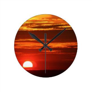 Puesta del sol reloj redondo mediano