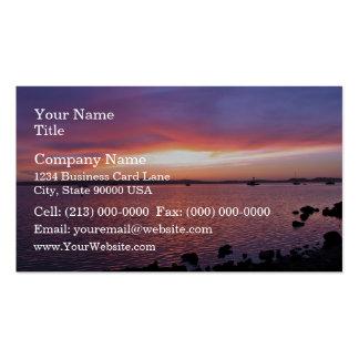 Puesta del sol roja, amarilla, y rosada con el océ plantilla de tarjeta de negocio