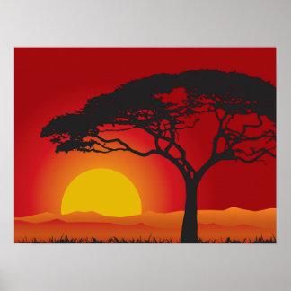 Puesta del sol roja de Briliiant debajo del árbol Póster