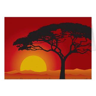Puesta del sol roja de Briliiant debajo del árbol Tarjeta De Felicitación