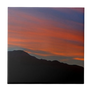 Puesta del sol roja de la raya teja  ceramica