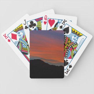Puesta del sol roja de la raya baraja de cartas