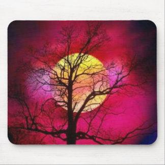 puesta del sol roja frondosa tapete de ratón