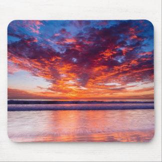 Puesta del sol roja sobre el mar, California Alfombrilla De Ratón