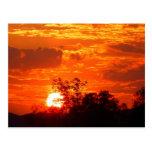Puesta del sol romántica postal