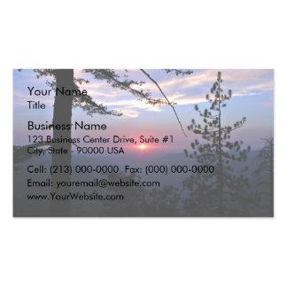 Puesta del sol rosada con los árboles y las nubes  tarjeta de negocio