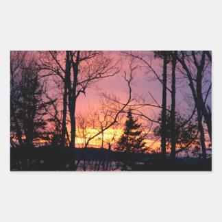 Puesta del sol rosada y anaranjada escénica pegatina rectangular