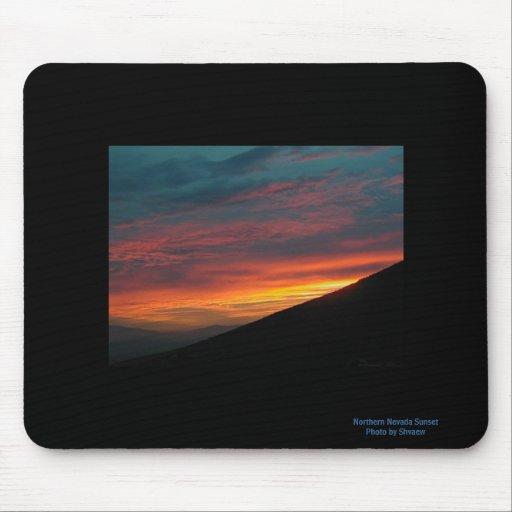 Puesta del sol septentrional de Nevada Alfombrilla De Ratones