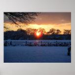 Puesta del sol sobre campo de nieve impresiones