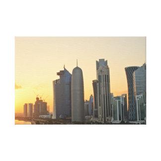 Puesta del sol sobre Doha, Qatar Lona Estirada Galerías