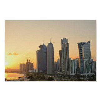 Puesta del sol sobre Doha, Qatar Póster
