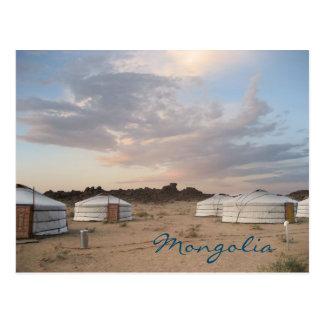 Puesta del sol sobre el campo de Ger en Mongolia Postal