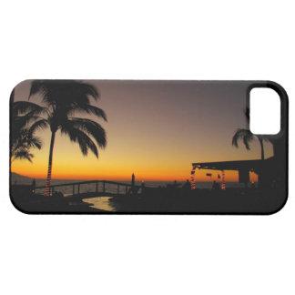 Puesta del sol sobre el centro turístico iPhone 5 carcasa