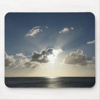Puesta del sol sobre el cojín de ratón del océano alfombrillas de ratón