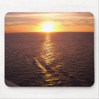 Puesta del sol sobre el cojín de ratón del océano mouse pads