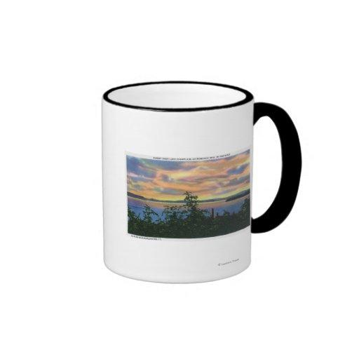Puesta del sol sobre el lago, Adirondack Mts adent Tazas De Café