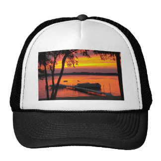 Puesta del sol sobre el lago castlerock gorro de camionero