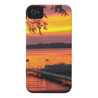 Puesta del sol sobre el lago castlerock iPhone 4 Case-Mate cárcasa
