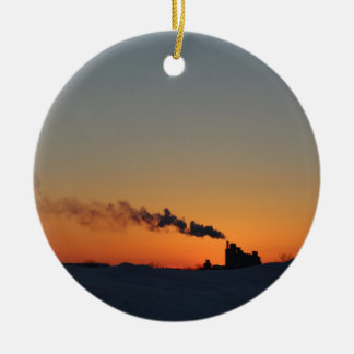 Puesta del sol sobre el lago ornamento para arbol de navidad