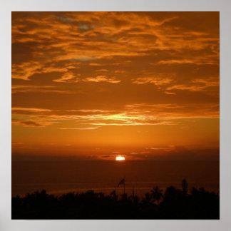 Puesta del sol sobre el poster de Hawaii de la bah
