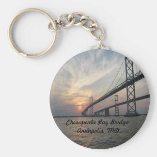 Puesta del sol sobre el puente de la bahía de Ches Llavero Personalizado