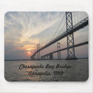 Puesta del sol sobre el puente de la bahía de Ches Alfombrilla De Ratón