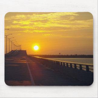 Puesta del sol sobre el puente de St. Louis de la  Alfombrilla De Ratón