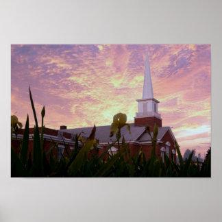 Puesta del sol sobre iglesia póster