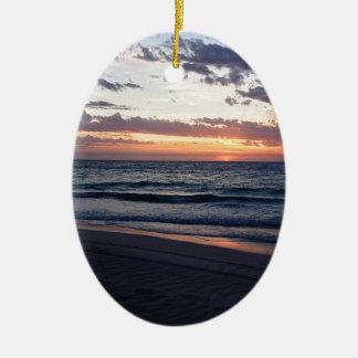 Puesta del sol sobre la bahía de Jurien, Australia Adorno Ovalado De Cerámica