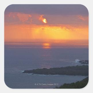 Puesta del sol sobre la bahía de Kealakekua, Kona Colcomanias Cuadradas