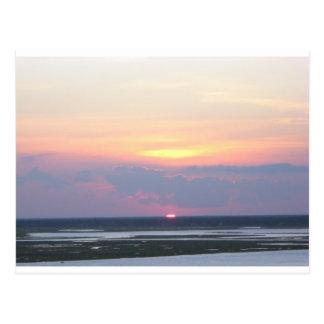 Puesta del sol sobre la bahía en Margate, NJ Tarjetas Postales