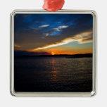 Puesta del sol sobre la bahía ornamento de navidad