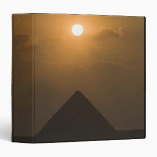 Puesta del sol sobre la gran pirámide