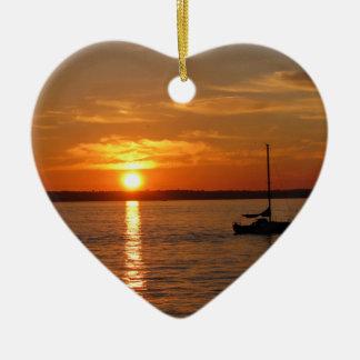 Puesta del sol sobre la isla de Lummi Adorno Navideño De Cerámica En Forma De Corazón