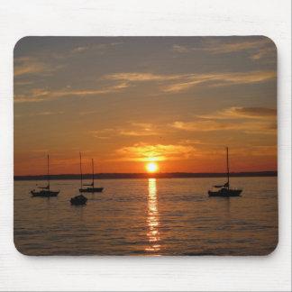 Puesta del sol sobre la isla de Lummi Tapetes De Raton