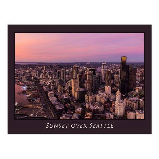 Puesta del sol sobre la postal de Seattle