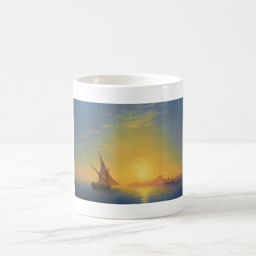 Puesta del sol sobre las aguas del paisaje marino  taza básica blanca