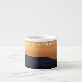 Puesta del sol sobre las montañas Nevado; Personal Taza Espresso