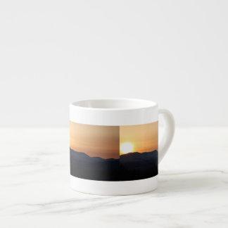 Puesta del sol sobre las montañas Nevado Taza Espresso